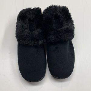 NWOT Black Dearfoams Slippers
